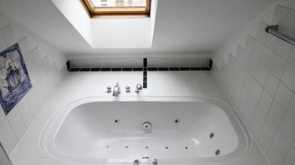 Ein Bad unterm Dach einrichten - Wirtschaft | Themenwelten Ratgeber ...
