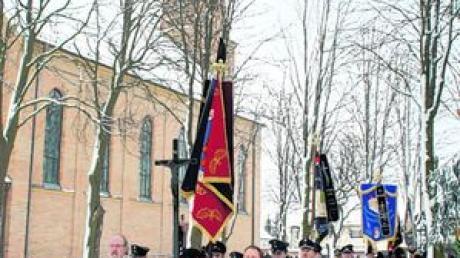 Der Trauerzug von der Johanneskirche zum evangelischen Friedhof.