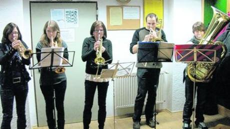 Die Sainbacher Bläsergruppe umrahmte musikalisch die Dorfweihnachtsfeier in Sainbach. Foto: Xaver Steinherr