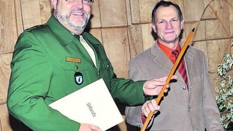 Polizeidirektor Norbert Zink bei der Verabschiedung von Polizeihauptkommissar Gerhard Ingerl (von links). Foto: Bepo