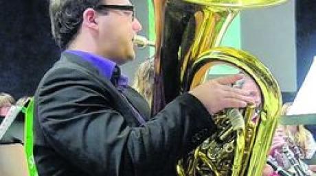 """Tubist Robert Sibich fesselte mit seiner Interpretation des """"Tuba Concerto""""."""