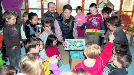 Gewerbetreibende beschenken sieben Kindergärten