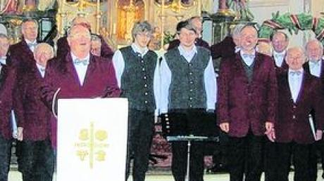 Naturfreunde singen weihnachtliche Weisen