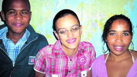 """Wilson Rodrigues, Dulcilene Delgado und Carla Brito erhielten in diesem Jahr Hilfe von der Organisation """"Freunde helfen Freunden"""". Sie waren erst vor wenigen Tagen in Landshausen zu Gast. Foto: FHF"""