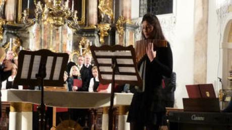 Das Panflötenduo Rabea Kleemann und Walter Schlichtegroll wurde von Renate Altmann am Klavier begleitet.