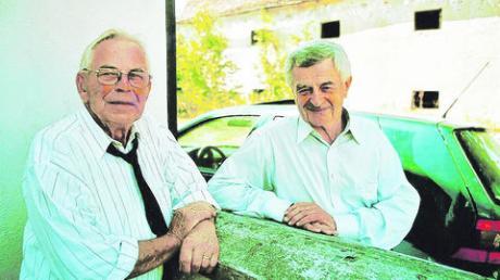 Josef Schuhwerk (links), Mesner in Engishausen, kam gestern bei einem Unfall ums Leben. Hier im Bild mit Pfarrer Robert Schwaiger. Foto: zg