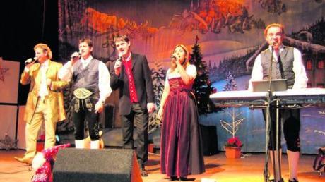 """Musik aus Südtirol in der Stadthalle Gersthofen (vonl links) Graziano, """"Ladiner"""" Joakin, Florian Fesl, Belsy, """"Ladiner"""" Otto beim gemeinsamen Singen heimatlicher Weisen. Sie ernteten dafür viel Beifall. Foto: Sigrid Wagner"""