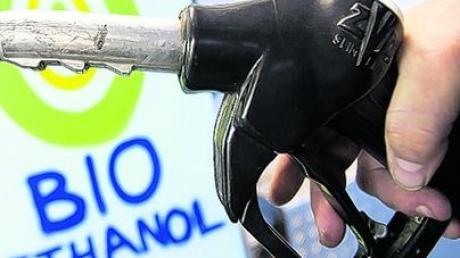 Für die meisten Autofahrer dürfte die Umstellung auf Biosprit problemlos möglich sein. Foto: dpa