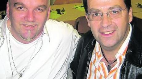 """Theo Bachschmid (rechts) hat den Hit """"Die 7 Zwerge"""" für DJ Ötzi komponiert. Foto: Bachschmid"""