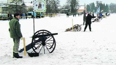 """Für die Besucher gibt es """"Kanonenwürste"""""""