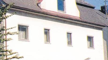 So sah das Haus vor einigen Jahren aus, als die Familie Bühler es kaufte. Darin waren schon einmal eine Schmiede, eine Tankstelle und ein Fahrradgeschäft.