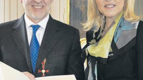 Bayerns Justizministerin Beate Merk zeichnete Anton Ruf aus Zaisertshofen mit dem Bundesverdienstkreuz am Bande aus.