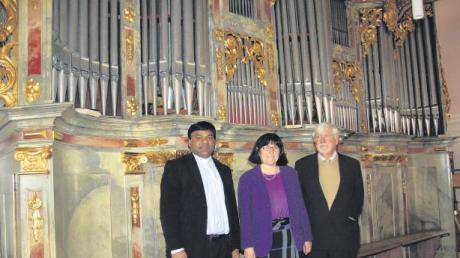 Über die Orgelsanierung freut sich natürlich die gesamte Marktgemeinde Dirlewang. Ortspfarrer Pater Eli, Pfarrgemeinderatsvorsitzende Ursula Henle und Kirchenpfleger Max Henle sind jedoch besonders froh und stolz über die gelungene Innensanierung der Pfarrkirche.