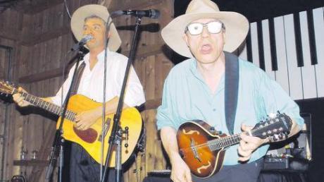 So sieht britischer Humor auf musikalische Weise im Unterallgäu aus: Mark und Simon präsentierten bei ihrem Auftritt in Rammingen eine schräge Show.