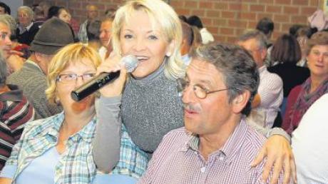 Schlagerstar Conny Singer begeisterte das Publikum beim Musikantentreffen in Dirlewang.