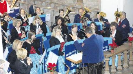 In der Leonhardskirche von Apfeltrach gaben die Musiker ihr Jahreskonzert und baten dabei um Spenden für die Renovierung des Gotteshauses.