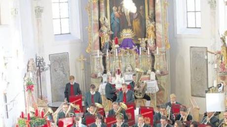 """Die Sonne erfüllte die Pfarrkirche in Eppishausen mit strahlendem Licht, die Musiker von """"Lyra"""" sorgten für nicht weniger strahlende Klänge."""