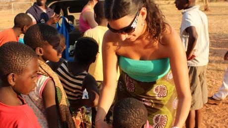 """Das Waisenhaus in Sambia, in dem Stephanie Seehuber aus Eppishausen ihren Urlaub verbracht hat, heißt """"Kwathu"""", was soviel heißt wie """"Zuhause""""."""