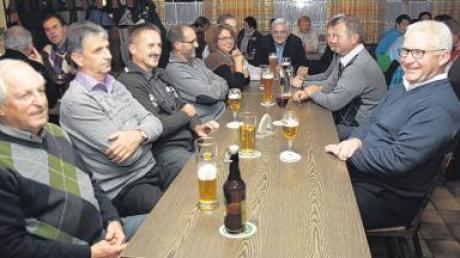 Bei der Bürgerversammlung im Gasthaus Mindelstuben lauschten die Dirlewanger den Ausführungen von Bürgermeister Alois Mayer.