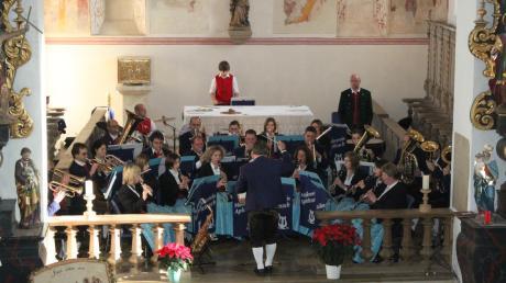 In der historischen St.-Leonhard-Kirche gaben die Apfeltracher Musiker ihr Jahreskonzert. Sie nahmen ihr Publikum mit auf eine musikalische Reise in die verschiedenen Winkel der Welt.