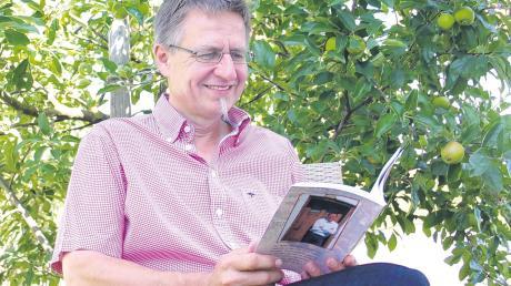 Manfred Kraus aus Apfeltrach liebt seine schwäbische Heimat und seinen schwäbischen Dialekt. Zur Eröffnung der Allgäuer Festwoche in Kempten darf er selbst geschriebene Gedichte vortragen.