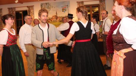 Alle Tanzfreudigen kamen beim großen Kirchweih-Volkstanz ganz auf ihre Kosten.