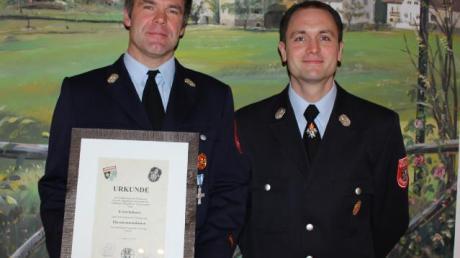 Nach 18 Jahren legte Erich Schorer (links) sein Amt nieder und wurde zum Ehrenkommandanten ernannt. Sein Nachfolger ist Rainer Huber.