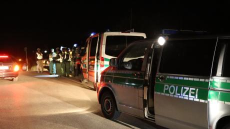 Ein Treffen von Rechtsradikalen in Apfeltrach bei Mindelheim (Unterallgäu) hat am Samstagabend für einen Großeinsatz der Polizei gesorgt.
