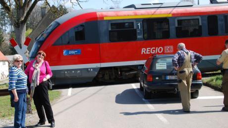 Die zwei Fahrgäste aus Bonn (links)nahmen dieKarambolagerecht lockerundwaren - wie alle Beteiligten - froh, dass nicht mehr passiert ist.