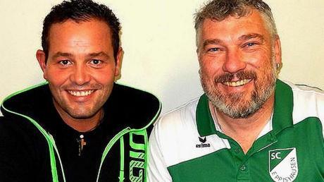 Michael Kerler (links) leitet die neue Tennis-Abteilung beim SCE. Vorsitzender Jürgen Gumpinger gratuliert.