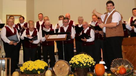 Der Männerchor Dirlewang begeisterte gemeinsam mit dem Kirchenchor Willofs beim alljährlichen Weinfest in der liebevoll dekorierten Turnhalle die Zuhörer, die die gesanglichen Darbietungen mit viel Applaus belohnten.