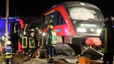 Ein Linienbus ist am Freitag in Breitenbrunn mit einem Zug zusammengestoßen. Der letzte Bahnunfall im Ort ist noch kein Jahr her.