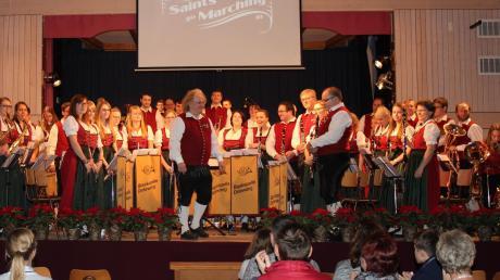 Dem Publikum mal so richtig den Marsch geblasen haben die Dirlewanger Musiker unter Leitung von Klaus-Jürgen Herrmannsdörfer. Beim Jahreskonzert bekamen sie dafür großen Beifall.