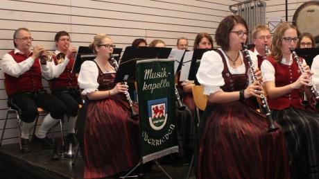Das Programm der Musikkapelle Oberrieden war bunt gemischt, die Grenzen von den traditionellen und konzertanten Stücken fließend. Ganz nach dem Geschmack der zahlreichen Besucher.