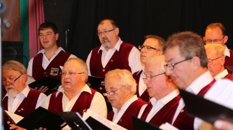 Ein Fest für die Sinne war das Weinfest in der Dirlewanger Turnhalle. Neben guten Weinen und herzhaften Schmankerln gab es feinste Chormusik vom Männerchor Dirlewang und dem Gesangverein Köngetried.