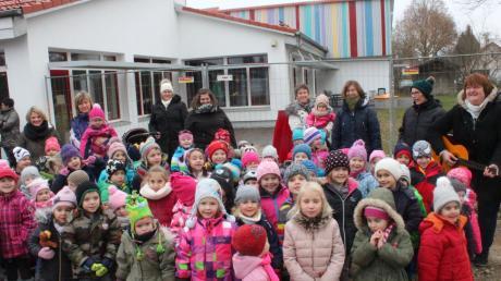 Zum Festtag sangen die Kindergartenkinder ein Ständchen.
