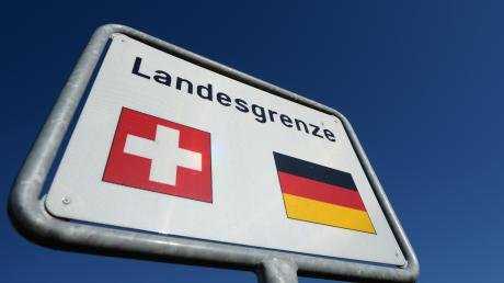 Eine 17-Jährige Schweizerin hat nach Familienstreitigkeiten nicht nur das Elternhaus verlassen sondern gleich das Land.