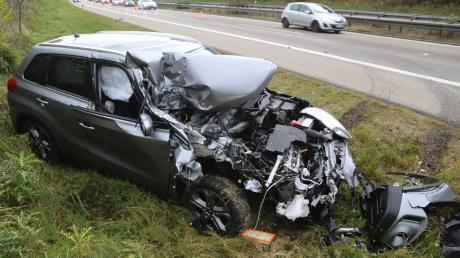 2017-11-10_A96_Stetten_Erkheim_Unfall_Pkw_Lkw_Polizei_Poeppel_0006.jpg