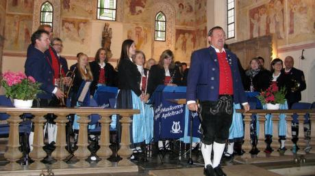 Dirigent Josef Bauer und seine Musiker bekamen beim Jahreskonzert wieder viel Applaus. Das intensive Proben hatte sich gelohnt, das Publikum in der Leonhardskirche war begeistert.