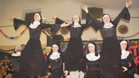 """Mit ihrem akrobatischen Showtanz unter dem Motto """"Sister Act"""" holten sich die Tänzer der Variolonia aus Kammlach den Sieg."""