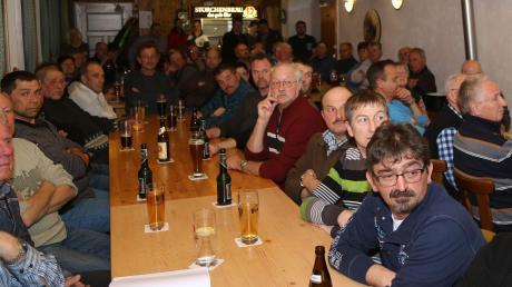 Über ein wirklich volles Haus durfte sich Bürgermeister Jürgen Tempel bei der Bürgerversammlung der Gemeinde in Bedernau freuen.