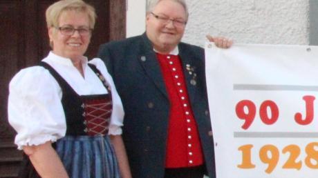Mit einem Chorkonzert feiert der Liederkranz Ettringen am Samstag, 28. April um 20 Uhr in der Turnhalle sein 90-jähriges Bestehen. Auf dieses Event, zu dem etwa 200 Gäste erwartet werden freuen sich Chorleiter Thomas Müller und die erste Vorsitzende Christa Stiegeler.
