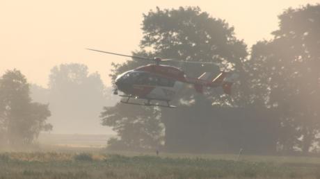Bei einem Verkehrsunfall zwischen Ettringen und Amberg wurden drei Menschen schwer verletzt. Ein vierjähriges Mädchen und dessen Vater wurden mit einem Rettungshubschrauber ins Krankenhaus geflogen.
