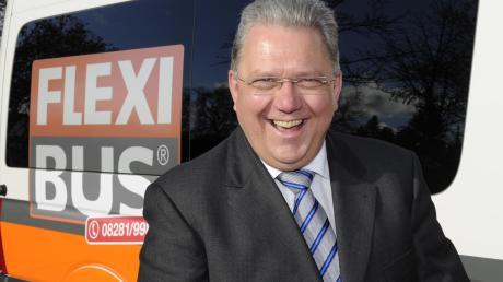"""Der Krumbacher Busunternehmer Josef Brandner gilt als """"Erfinder"""" des Flexibusses, der in seinem Heimatlandkreis Günzburg seit Jahren funktioniert. Ab 1. Oktober fahren die Flexibusse auch im Landkreis Unterallgäu."""