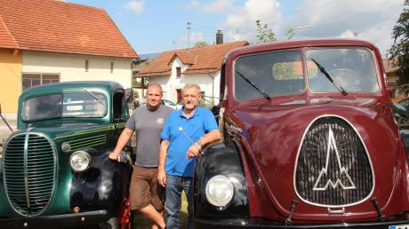"""Ein Schaustellerfahrzeug """"Magirus Deutz"""" des Jahres 1957 sowie einen """"Ford-Pick-Up"""", Modell T von 1939 stellten Josef und Thomas Henkel aus Pforzen zur Schau."""