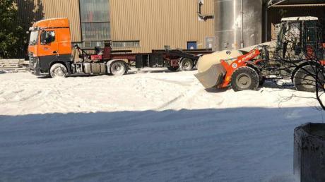 Eine weiße Schicht bedeckte nach dem Unfall das Firmengelände von Aviretta in Ettringen.