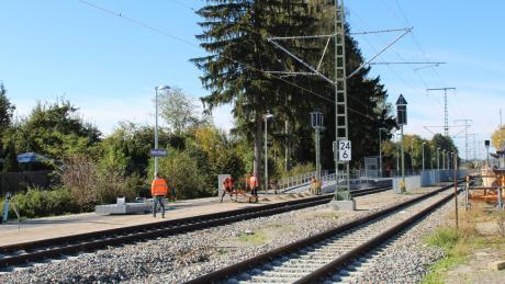 Blick in den Bahnhof Stetten. Dieser erhielt nun zwei neue Bahnkörper, die barrierefrei zu erreichen sind.