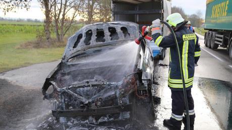 An der St 2015 hat am Nachmittag ein Auto gebrannt.