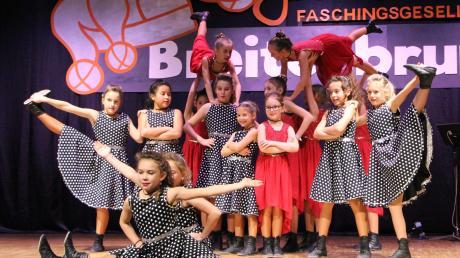 Das Ballett Schwanensee und den Musikfilm Grease vereinen die Minis der Faschingsgesellschaft Breitenbrunn in ihrem Showtanz.