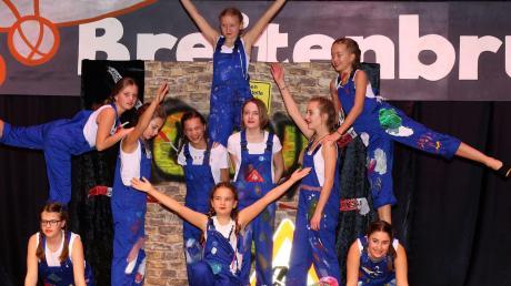 Die Crazy Dancer aus Bad Wörishofen stellten beim Jugendgardetreffen ihr tänzerisches Geschick als Bauarbeiter unter Beweis.